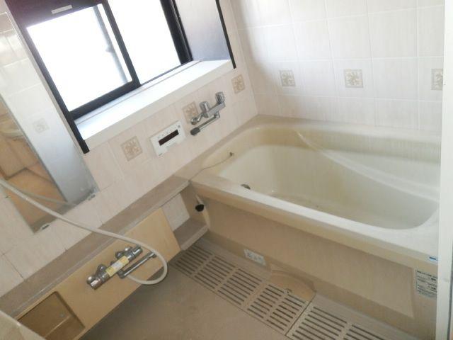★浴室に窓あり!!のびのびゆったり入浴!!