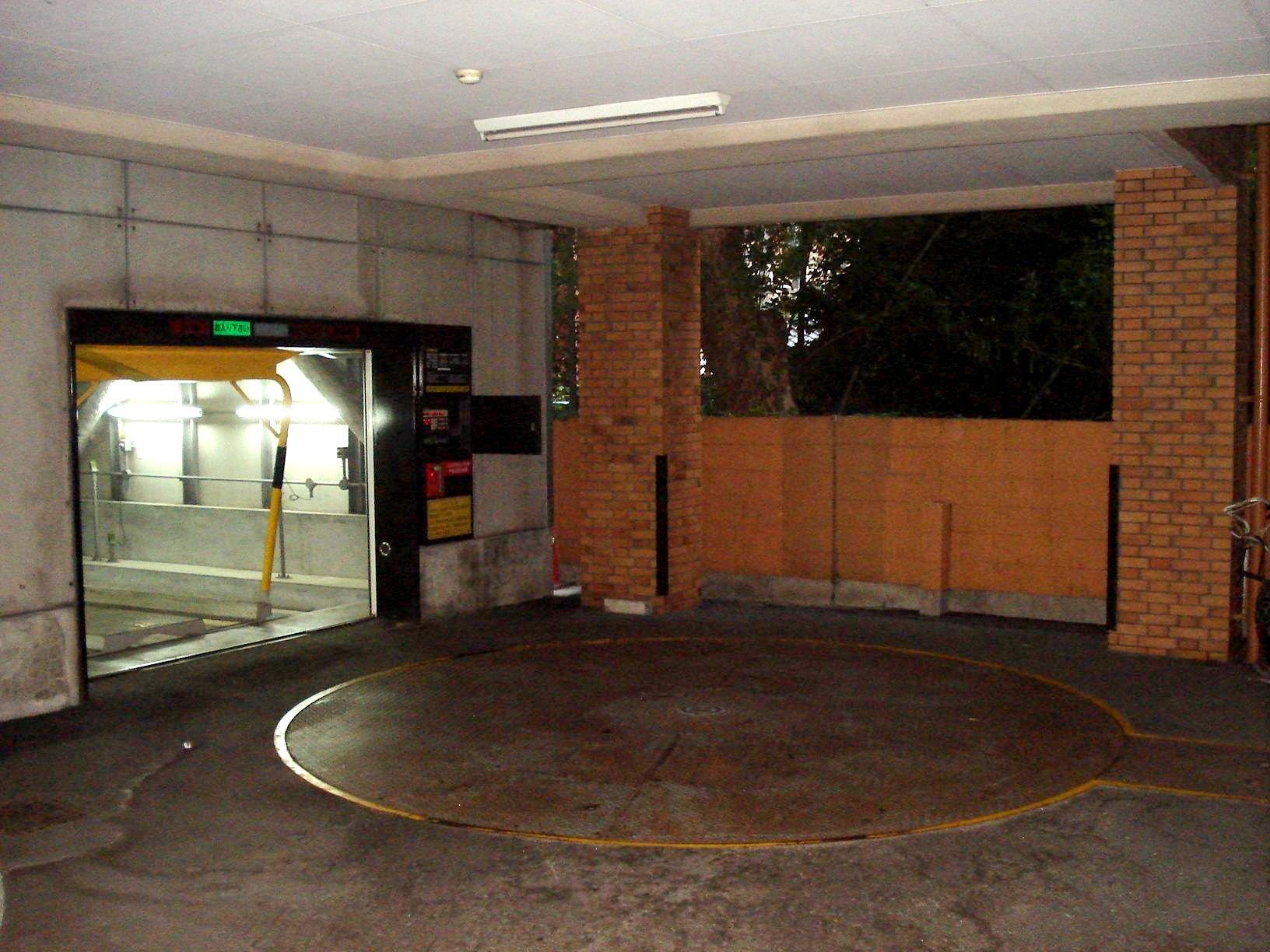 機械式立体駐車場です★