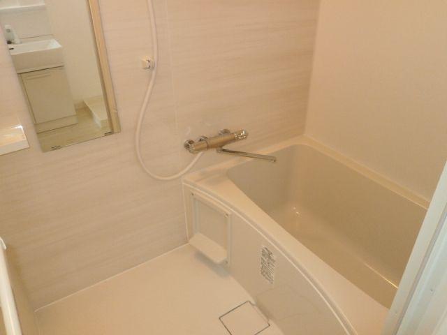 新品の浴室に一式交換済!!