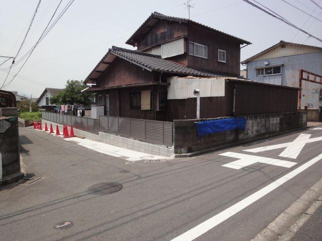 県道に接道する間口(隅切)は約5.3mあります。