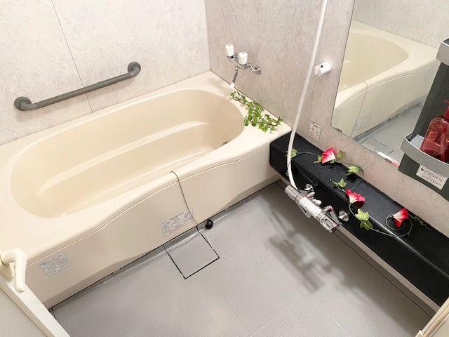 追炊き+乾燥暖房機能付きのゆったり浴室!!