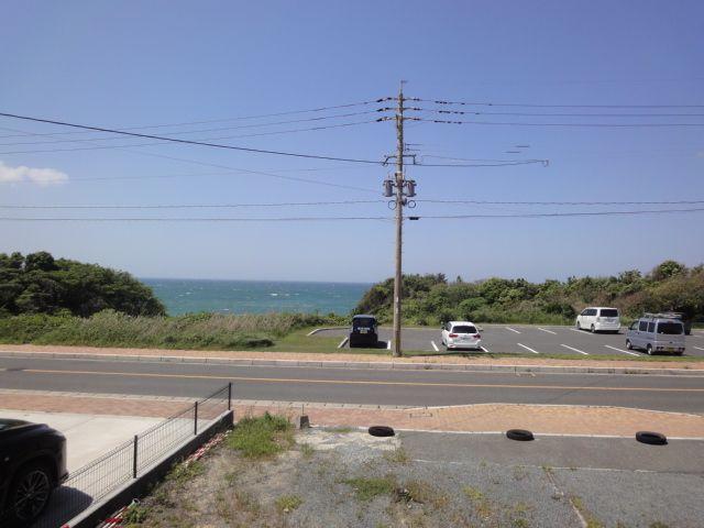 2階建相当からの眺望!!海が見えます!