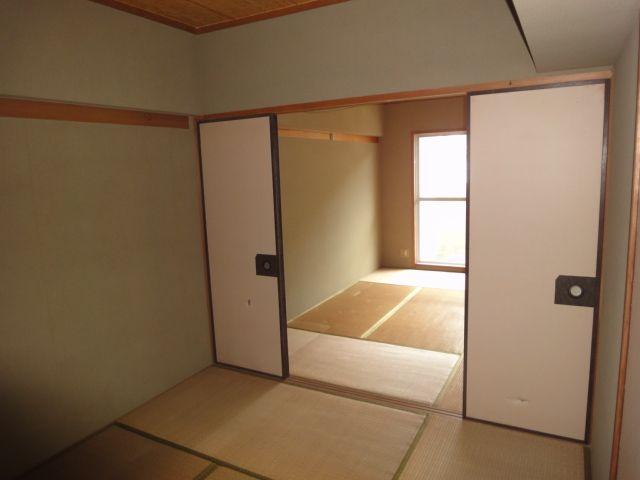 和室6帖二間続きで12帖スペース!!